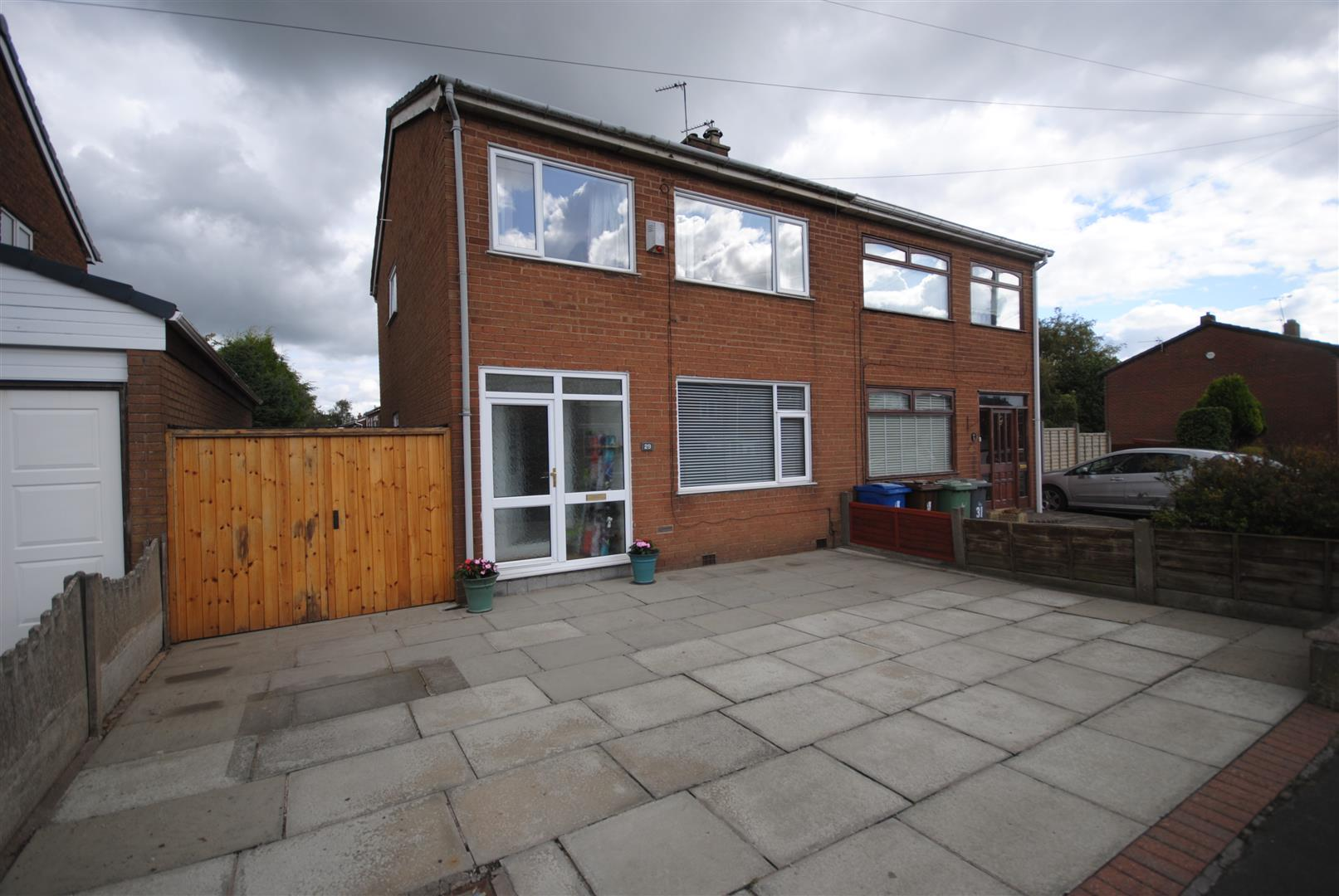 3 Bedrooms Semi Detached House for sale in Clough Grove, Ashton-In-Makerfield, Wigan